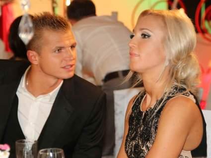 Тарасов и Костенко отпраздновали День влюбленных в одном ресторане с Бузовой