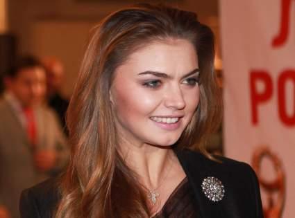 В сети появились новые фотографии располневшей Алины Кабаевой в вечернем образе