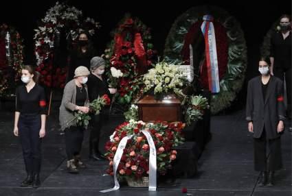 В Москве началась церемония прощание с актером Андреем Мягковым
