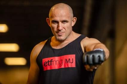 В UFC официально объявили о бое Алексея Олейника и Криса Даукауса