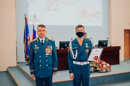 В Иванове кадета МЧС наградили за спасение ребенка