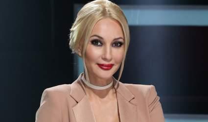 49-летняя Лера Кудрявцева вернулась к работе ведущей после перелома крестца