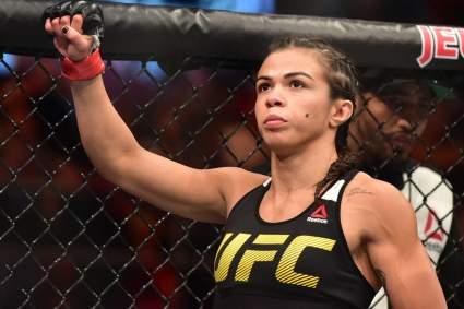 Девушка-боец UFC Клаудиа Гаделья полностью обнажилась перед камерой