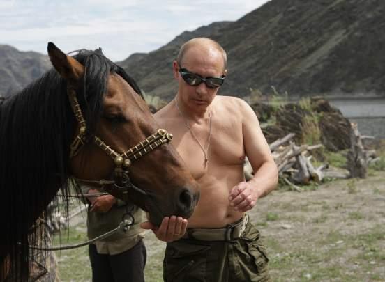 Россияне считают настоящими мужчинами Путина, Ланового и Хабенского