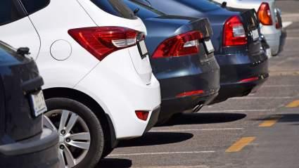 Российским водителям назвали распространенные ошибки при парковке автомобиля