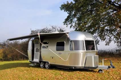 Airstream представит туристический прицеп для электрокаров