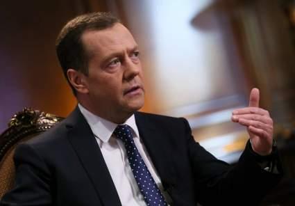 Медведев прокомментировал свою публикацию с фонарями в Instagram