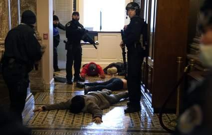 В полиции Капитолия опровергли слухи о смерти сотрудника