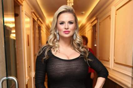 Певица Анна Семенович показала фото из бани