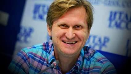Звезда «Уральских пельменей» из-за отсутствия корпоративов пошёл работать на каток
