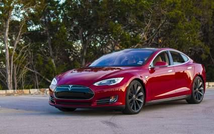 Компания Tesla выполнила рекорд в 500 тысяч проданных электромобилей в 2020 году