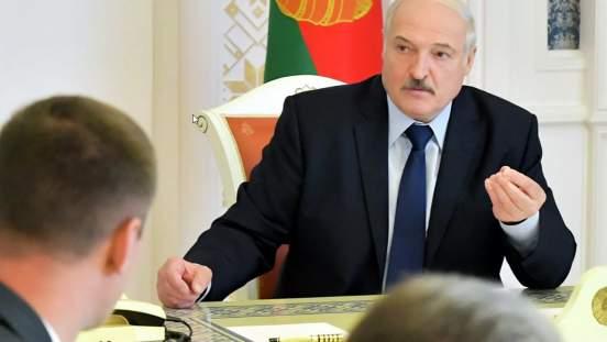 Лукашенко заявил о готовности обсудить новую конституцию с оппозицией
