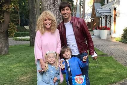 Максим Галкин и Алла Пугачева встретили детей после первого дня в школе в новом году