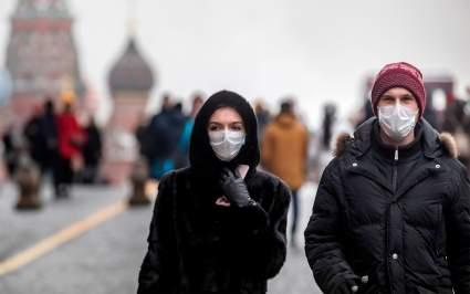Минздрав призвал вакцинированных от COVID-19 граждан продолжать носить маски