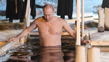 Британцев поразило видео с окунающимся в прорубь Владимиром Путиным