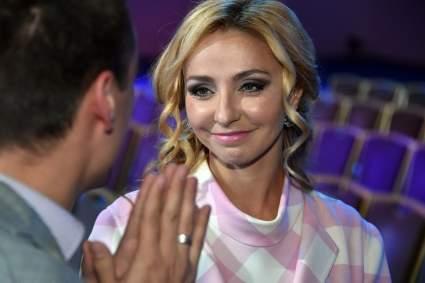 Дмитрий Песков заявил, что он мешает своей жене работать