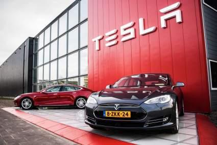 Американские власти требуют отозвать 158 тысяч электромобилей Tesla из-за дефекта