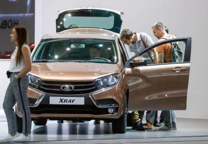 Эксперт Сергей Асланян заявил, что в 2021 году россияне не смогут покупать новые автомобили