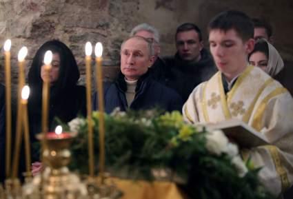 Владимир Путин поздравил россиян с Рождеством после службы в церкви Николы на Липне
