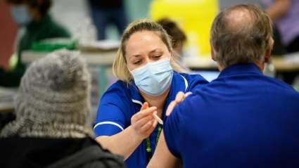 Минздрав предупредил о ношении масок даже после вакцинации