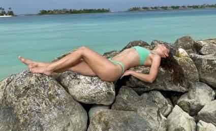 Певица Виктория Дайнеко порадовала фанатов фотографиями с пляжа