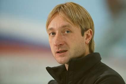 Евгений Плющенко в первый раз показал лицо младшего сына Арсения от суррогатной матери