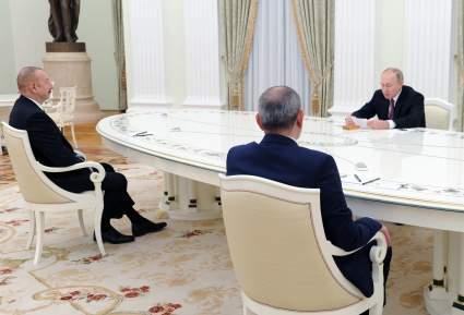 В Кремле проходят переговоры Путина, Алиева и Пашиняна по Карабаху