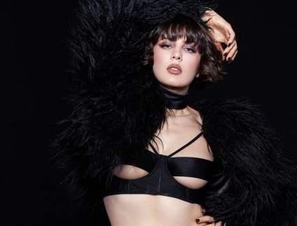 Певица Maruv показала белье в стиле БДСМ