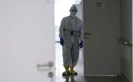 Издание Bloomberg сравнило ситуацию с вакцинацией от COVID-19 в Крыму и на Украине