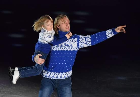 Жена Овечкина Анастасия Шубская с сыном посмотрела «Лебединое озеро» Плющенко