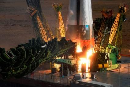 РАН призвала приостановить создание ракеты для полета на Луну
