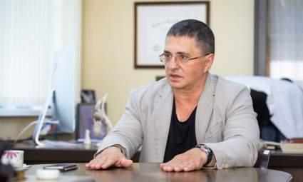 Доктор Мясников оправдал пнувшего женщину в живот полицейского