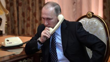 Путин поздравил Байдена с принятием должности президента США