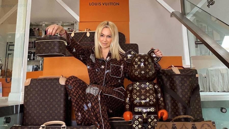 Бренд Louis Vuitton прокомментировал скандал с Дакотой и Рудковской