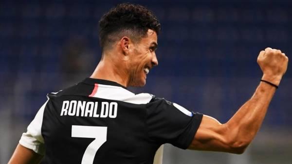 Роналду делит второе место с Ромарио по голам за карьеру