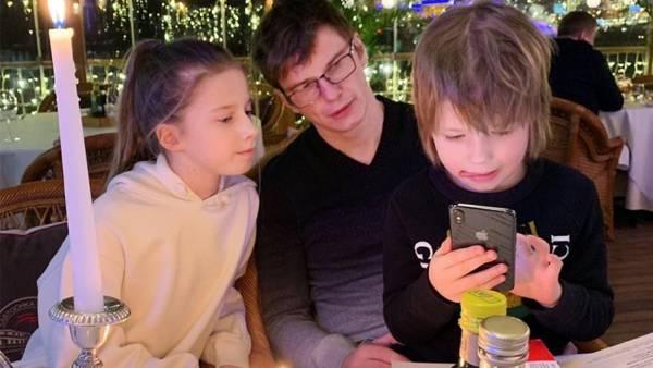 Аршавин заблокировал контакты детей в телефоне