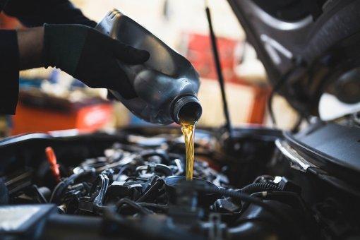 Водителям в РФ рассказали о нетребовательных к маслу автомобильных двигателях