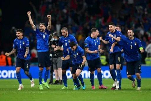 Футболистов команды Италии наградили орденом в честь победы на Евро-2020