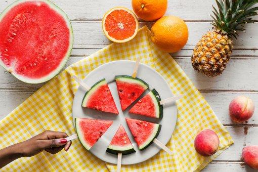 Диетолог Михаил Гинзбург призвал отказаться от арбузной диеты летом