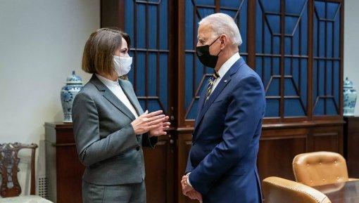 Песков заявил, что встреча Байдена с Тихановской не отразится на ситуации в Белоруссии