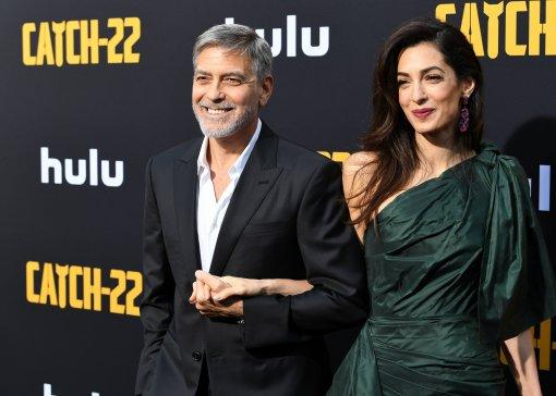 Журнал OK!: Жена 60-летнего Джорджа Клуни Амаль беременна близнецами