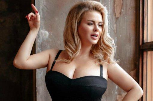 «Мне моя фигура нравится!»: Анна Семенович резко ответила интернет-критикам