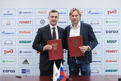 Карпин подписал контракт с РФС и стал новым главным тренером сборной России