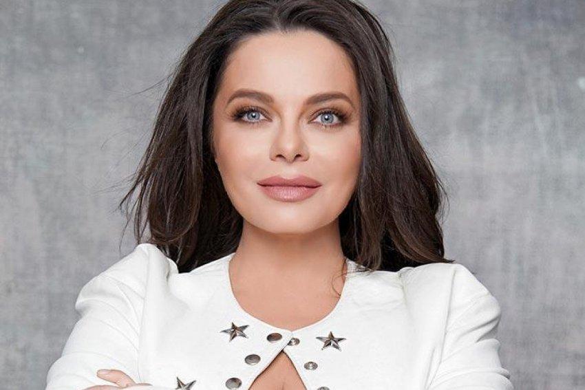 48-летняя певица Наташа Королева выставила пышную грудь напоказ