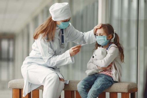 Врачи рассказали РИА Новостям о серьезных осложнениях перенесенного коронавируса у детей