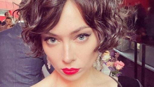 34-летняя актриса Самбурская показала свою московскую квартиру с террасой после ремонта