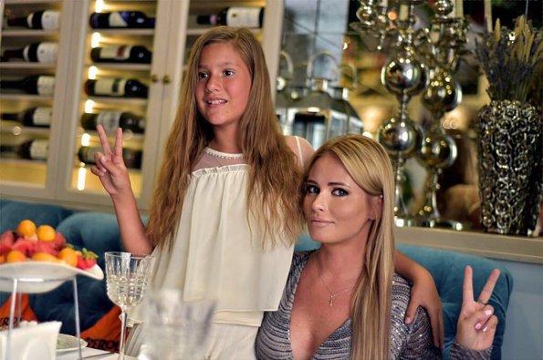 Дочь телеведущей Даны Борисовой опубликовала переписку, где её оскорбляет родной отец