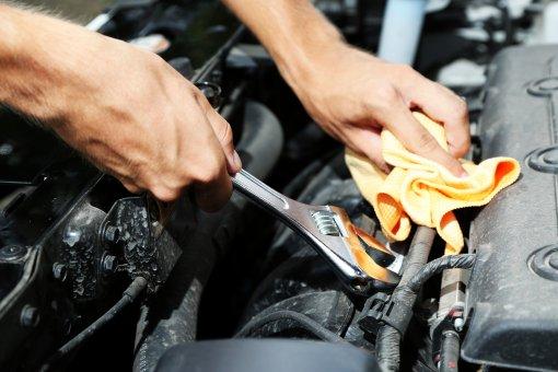 Автоэксперт Алексей Хресин посоветовал менять расходные материалы для авто по регламенту