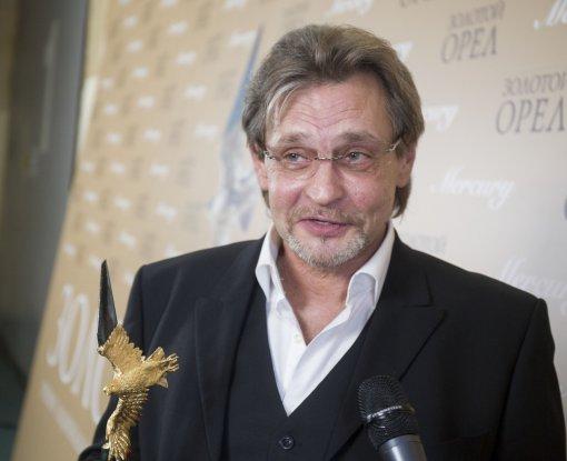 Актер Александр Домогаров назвал себя старпером, рассказав о своем отношении к блогерам