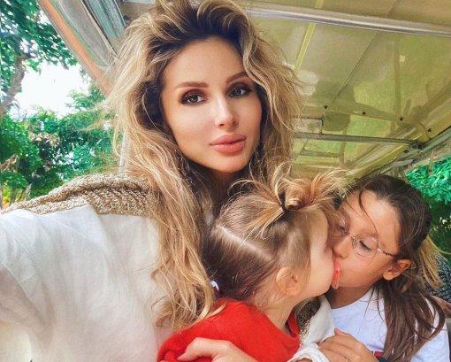 Певица Светлана Лобода показала фотографии с дочками